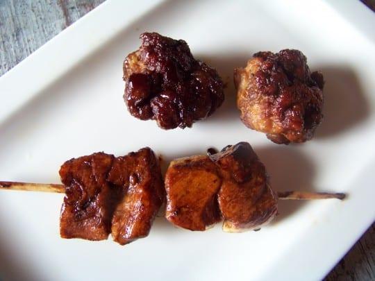 brochettes de poulet et boulettes sauce yakitori