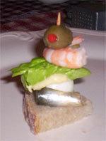 pinchos  hareng oeuf salade crevette