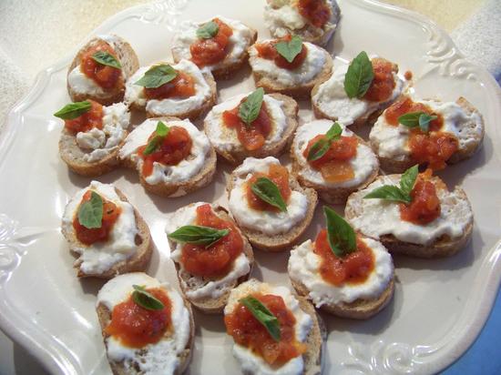 Bouchées roquefort tomate basillic
