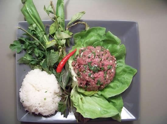 laab au boeuf – steak tartare façon laotienne