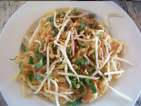 Pad thaï au poulet  – nouilles sautées au poulet à la Thaïlandaise