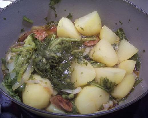 Pommes de terre au chorizo et feuilles de navet - Feuille pomme de terre ...