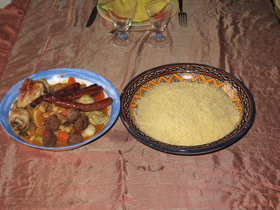 Couscous au poulet, merguez et boulettes de kefta