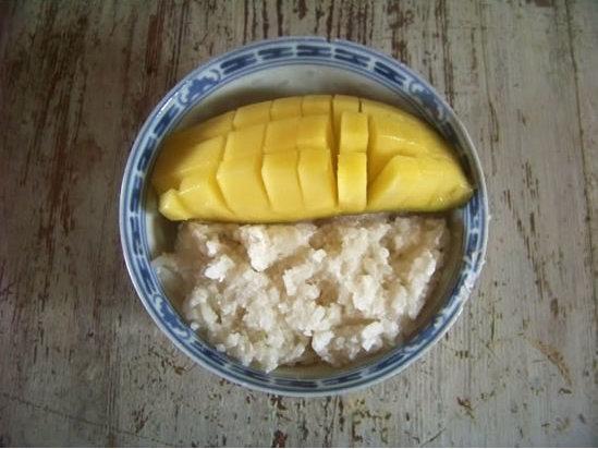 riz gluant au lait de coco et mangue