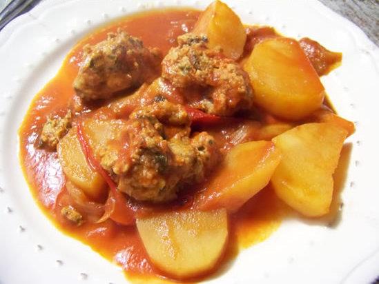 tajine de boulettes de sardines aux pommes de terre, sauce rouge