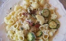 recette de Pipe aux courgettes et lard de jambon serrano