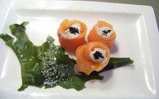 recette de saumon cru – un sashimi facile imitant des boutons de roses