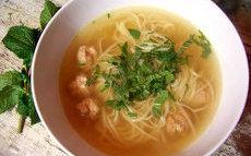 recette de Soupe de nouilles asiatique aux boulettes