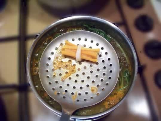 Pour resserrer les fagots on les plonge 30s dans l'eau bouillante, ou un court-bouillon