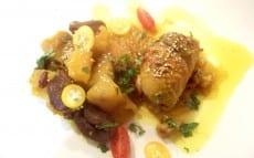 hauts de cuisse de pintade farcis, patates douces et abricots secs