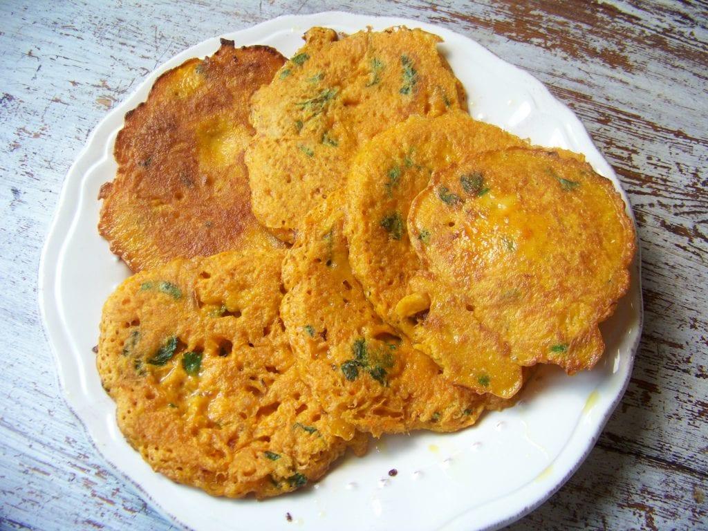 recette de pancakes à la farine de riz, curry et carottes