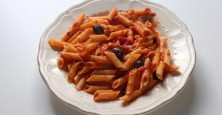 penne à la tomate, ail piment et anchois